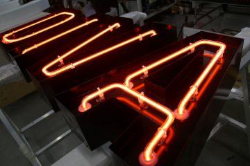 Valomainoskirjaimet profiili 2 - Diva valgustähed pinnapealsete neoontorudega 2