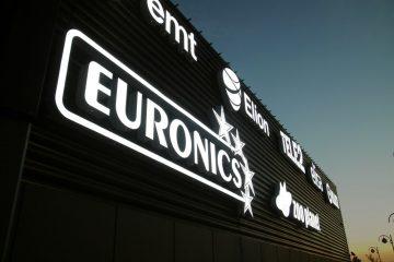 Valomainoskirjaimet profiili 6 - Lasnamäe Centrumi fassaadil olevad ettevalgustuvad logod ja tähed 6