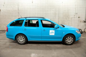 Autojen yliteippaus - Soome YLE konserni autode ülekleepimine firma värvidesse1