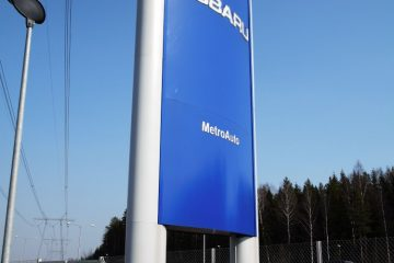 Valomainospylväät - Subaru reklaamtorn 5