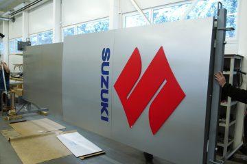 Valomainospylväät - Suzuki suur reklaamtorn 17