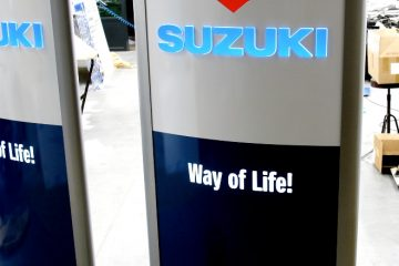 Valomainospylväät - Suzuki väike reklaamtorn 16