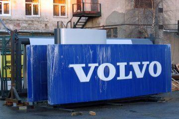 Valomainospylväät - Volvo reklaamtorn 1